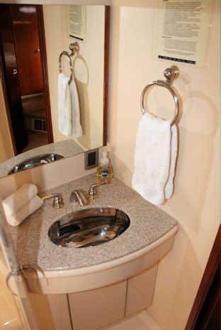 Ohana Pacific Yacht Master Bath