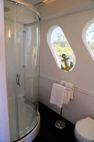 Suite Paradise Houseboat Guest Bath