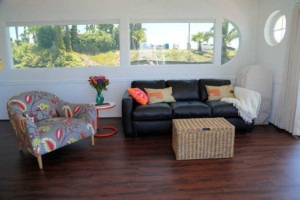 Suite Paradise Houseboat Living Room