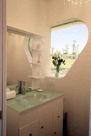Suite Paradise Houseboat Master Bath