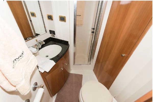 Hula Kai 2 Bathroom